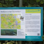 Welkom bord in het Duivenbos van Natuurpunt in de omgeving van Eyndevelde