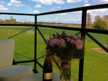 Eyndevelde Steen logeren met zicht op de velden in de Vlaamse Ardennen voor moederdag